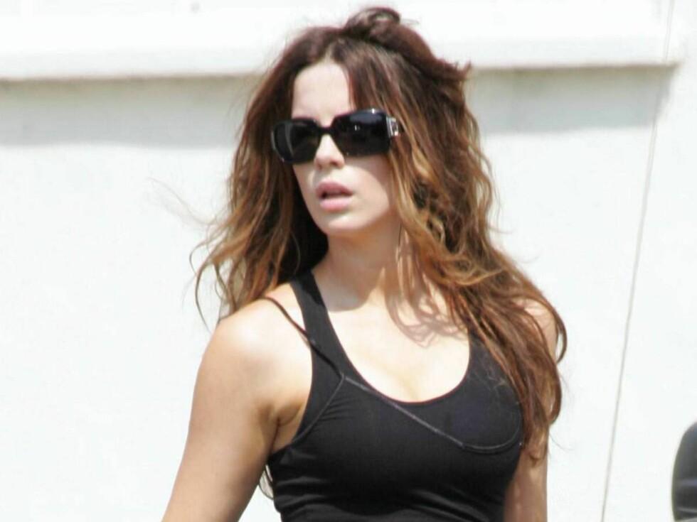 STORBRYSTET: Kate Beckinsale lengter tilbake til sin storbrystede ammeperiode. Foto: All Over Press