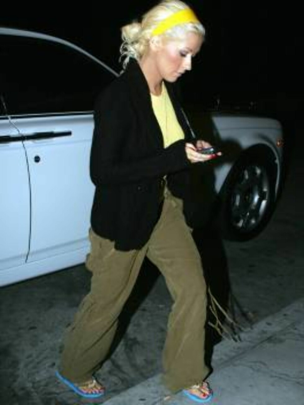 Christina  Aguilera jumping the wall as she leaves a recording studio in Hollywood. October 11, 2005 X17agency EXCLUSIVE / ALL OVER PRESS Foto: All Over Press