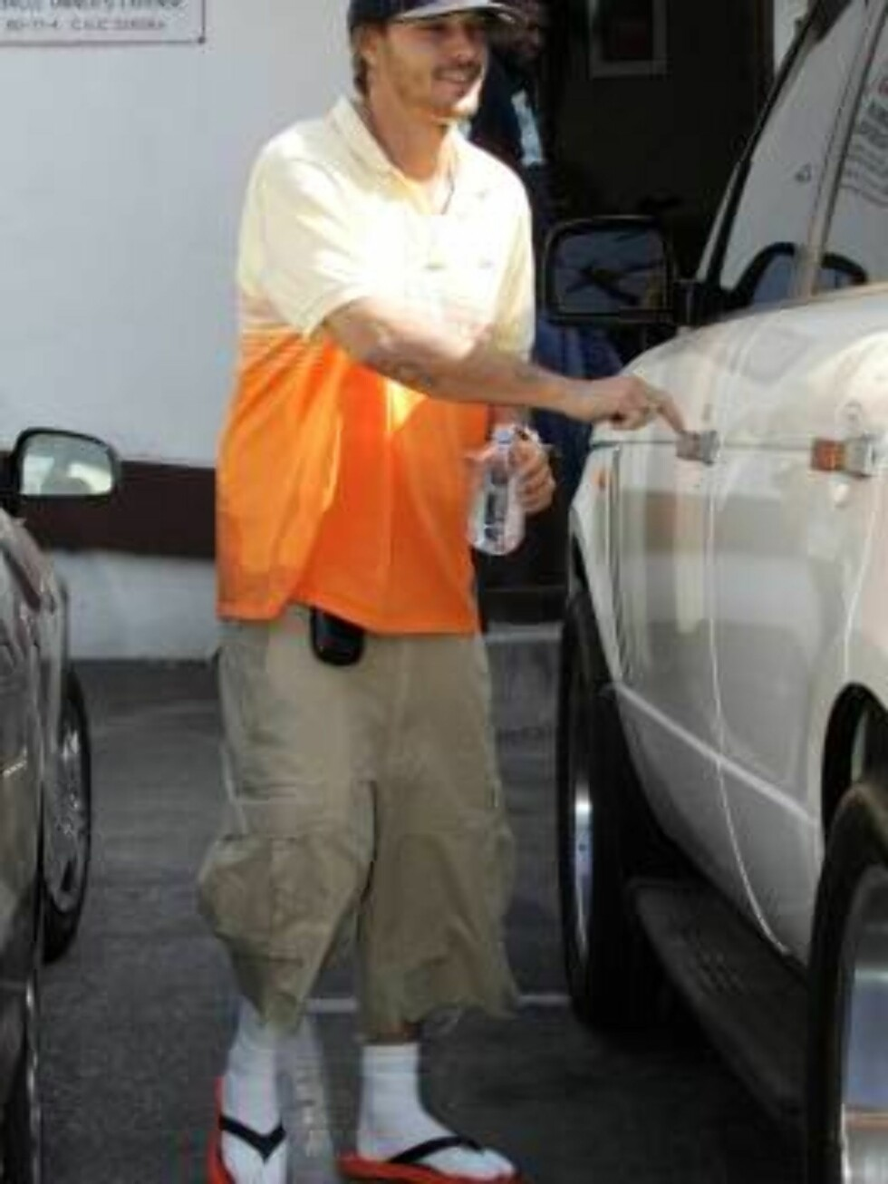Code: X17XX8 - Madison-Spaly, Hollywood, USA, 06.07.2005: Kevin Federline, famous for his collection of retro Nike high-top sneakers, is sporting a new footwear fashion -- flip flops with socks!  The famous Mr. Spears visited his wife at a photoshoot, but Foto: All Over Press