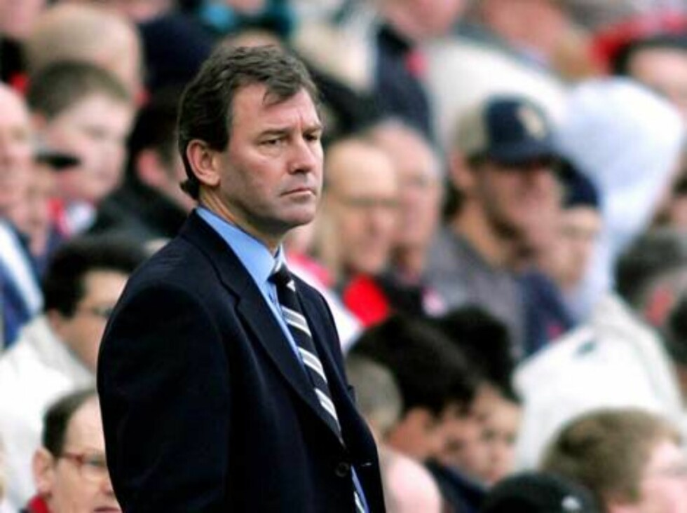 West Bromwich Albion's manager Bryan Robson watches his team during their English Premier League soccer match against Middlesbrough at Middlesbrough's Riverside Stadium, England, Saturday April 23, 2005. (AP Photo/Scott Heppell) ** NO INTERNET/MOBILE USAG Foto: AP
