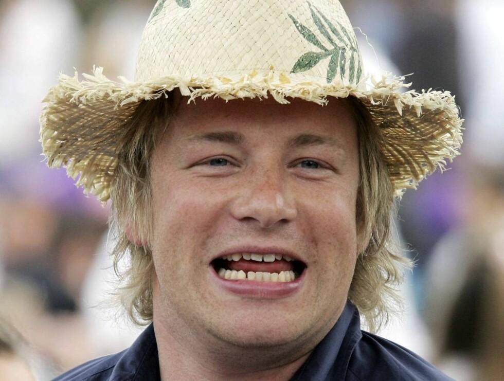 KLEDD FOR FEST: Jamie på kongelige hagefest i rufsete stråhatt. Foto: All Over Press