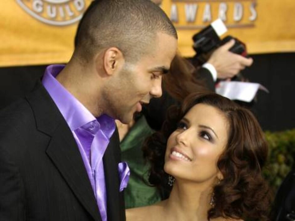 Eva Longoria, who will be a presenter during tonight's award show, right, arrives with San Antonio Spurs basketball player Tony Parker of France for the 12th Annual Screen Actors Guild Awards on Sunday, Jan. 29, 2006, in Los Angeles. (AP Photo/Chris Pizze Foto: AP