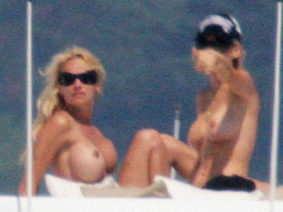 SAINT TROPEZ 2006-07-03.  Canadian born actress Pamela Anderson sunbathes topless with a female friend in Saint Tropez, France on July 3, 2006. Pam and her friend enjoy a cruise on luxury yacht 'Thunder Gulch' and try to get sun-tanned without lines...    Foto: Stella Pictures