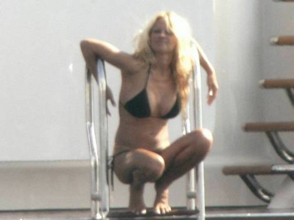 SKAPTE BØLGER: Blondinen ser ut til nyte sommeren i fulle drag. Foto: Stella Pictures
