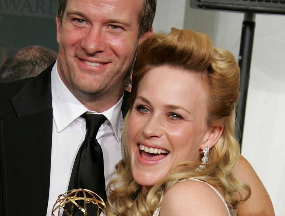 """PRISVINNER: Patricia og Thomas Jane giftet seg i Venezia i Italia. Her mottar hun en Emmy-pris for rollen i """"Medium"""". Foto: All Over Press"""
