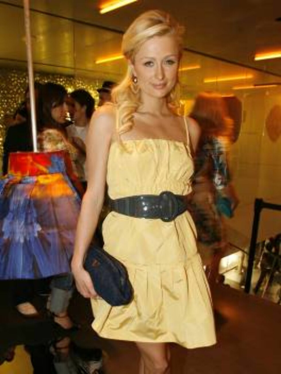 "Paris Hilton arrives to the Prada Los Angeles opening of  ""Waist Down-Skirts By Miuccia"", an exhibit at Prada's Beverly Hills epicenter store in Beverly Hills, Calif. on Thursday July 13,  2006. (AP Photo/Chris Polk) Foto: AP/Scanpix"