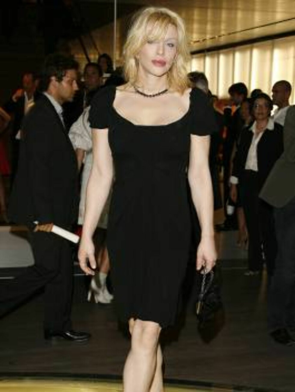 "Courtney Love arrives at the Prada Los Angeles opening of  ""Waist Down-Skirts By Miuccia"", an exhibit at Prada's Beverly Hills epicenter store in Beverly Hills, Calif. on Thursday July 13,  2006. (AP Photo/Chris Polk) Foto: AP/Scanpix"