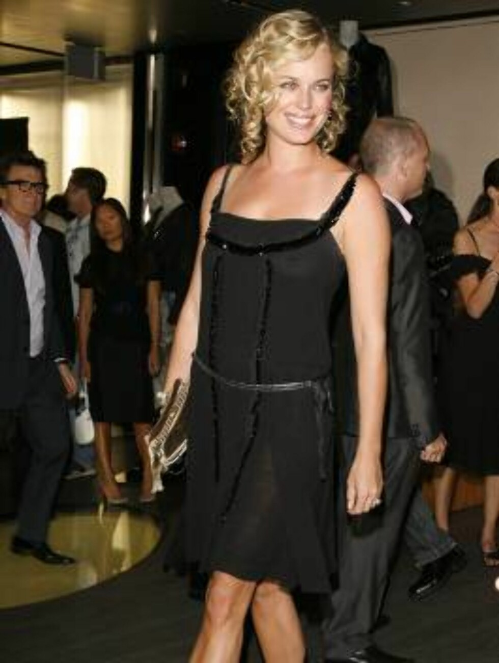 "Rebecca Romijn arrives at the Prada Los Angeles opening of  ""Waist Down-Skirts By Miuccia"", an exhibit at Prada's Beverly Hills epicenter store in Beverly Hills, Calif. on Thursday July 13,  2006. (AP Photo/Chris Polk) Foto: AP/Scanpix"
