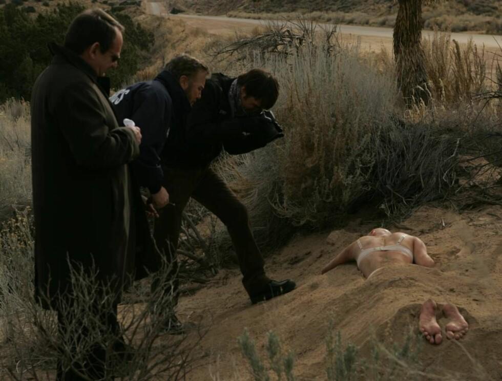 DREPT: En naken og død kvinne er funnet i ørkenen. Foto: CBS