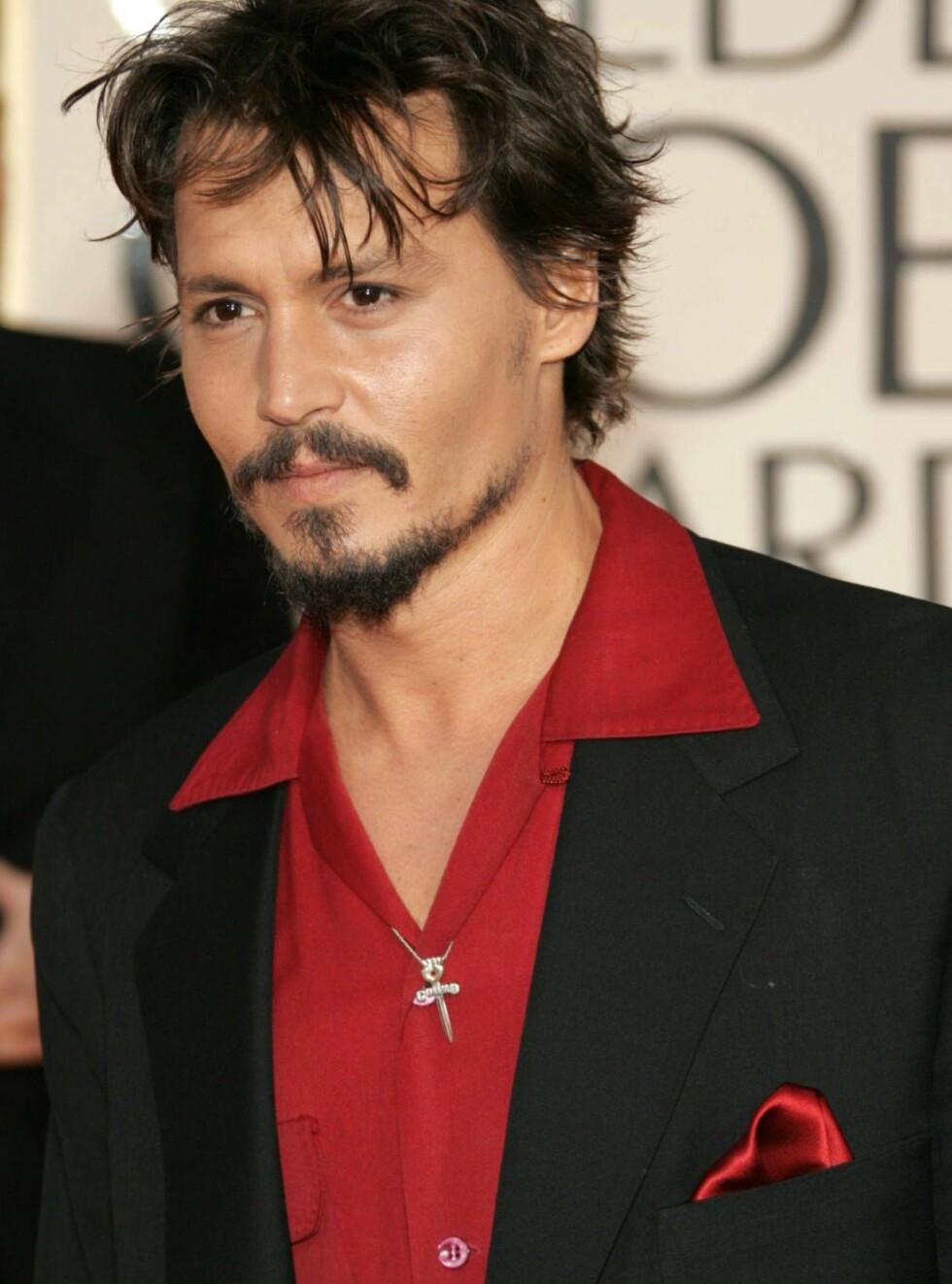 KREATIV: Johnny Depp sjekker blant annet inn som herr Eselpenis. Foto: All Over Press