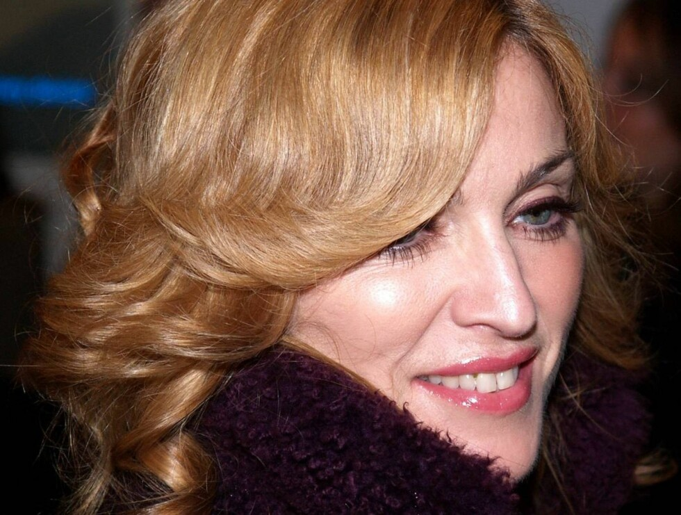 """** FILE ** Madonna arrives in London's Leicester Square for the world premiere of the latest Harry Potter film, """"Harry Potter and the Goblet of Fire,"""" in this Nov. 6, 2005 file photo. Madonna says she's more stubborn than a terrorist _ at least when it co Foto: AP"""