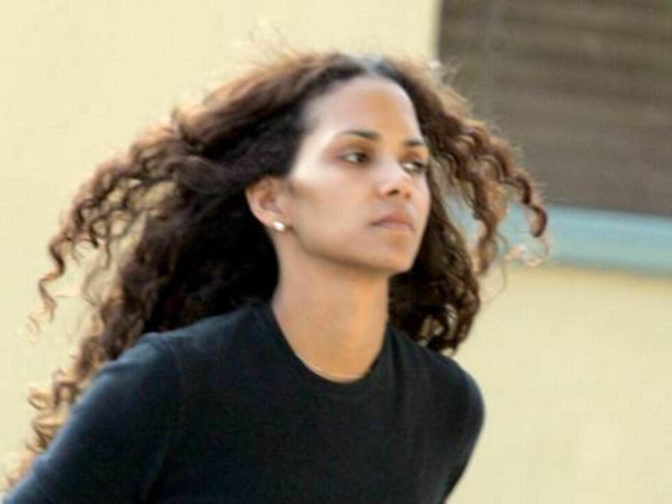 Halle Berry wearing no makeup runs errands in Hollywood. Mai 8, 2006 X17agency EXCLUSIVE / ALL OVER PRESS Foto: All Over Press