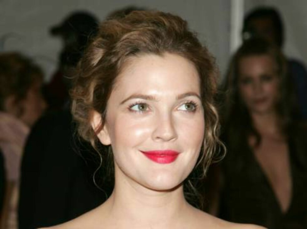 NEW YORK - MAY 01:  Actress Drew Barrymore attends the Metropolitan Museum of Art Costume Institute Benefit Gala: Anglomania at the Metropolitan Museum of Art May 1, 2006 in New York City.  (Photo by Peter Kramer/Getty Images) *** Local Caption *** Drew B Foto: All Over Press