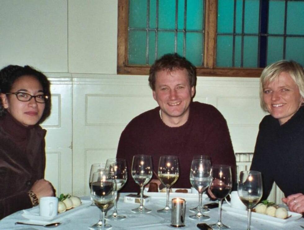 I DUBLIN: Sarah Natasha Melby, Frithjof Wilborn, Kari Hansmark jakter på Bono! Foto: TV2