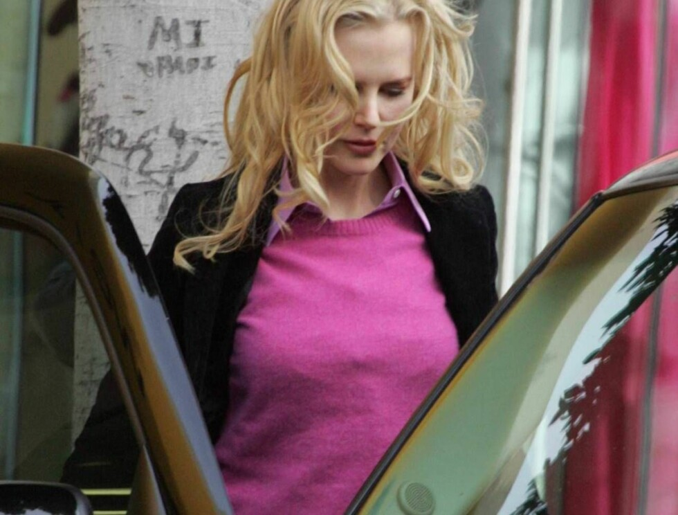 """Code: X17XX8 - Blanco, Beverly Hills, USA, 27.04.2005: """"Bewitched"""" star Nicole Kidman enjoys a sunny Los Angeles afternoon while shopping on Robertson Boulevard in Beverly Hills.  Wonder if the ex-wife of Tom Cruise was thinking about today's reports that Foto: All Over Press"""