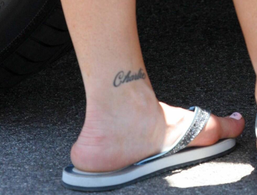 GO' FOTEN: Denise synes nok ikke det er like stas å gå i sandaler lenger... Foto: All Over Press