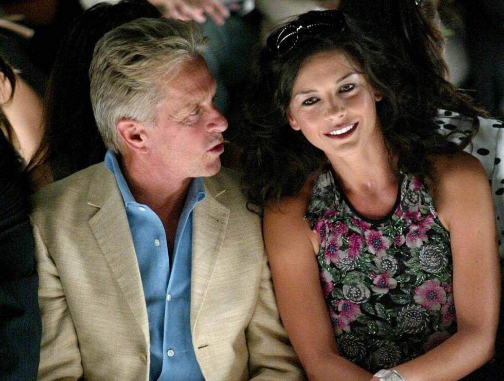 SJALU: Michael Douglas har en fortid som skjørtejeger i Hollywood. Nå er det kona som gir ham bakoversveis... Foto: All Over Press