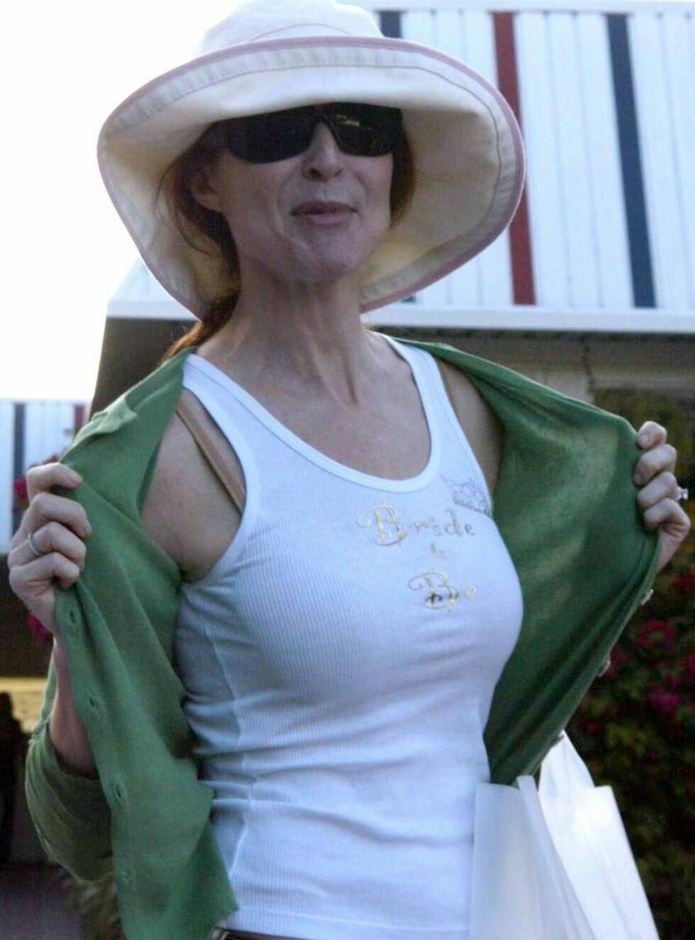 STOLT BRUD: Marcia ser ganske sliten ut - et kjent feomen fra utdrikningslag... Foto: All Over Press