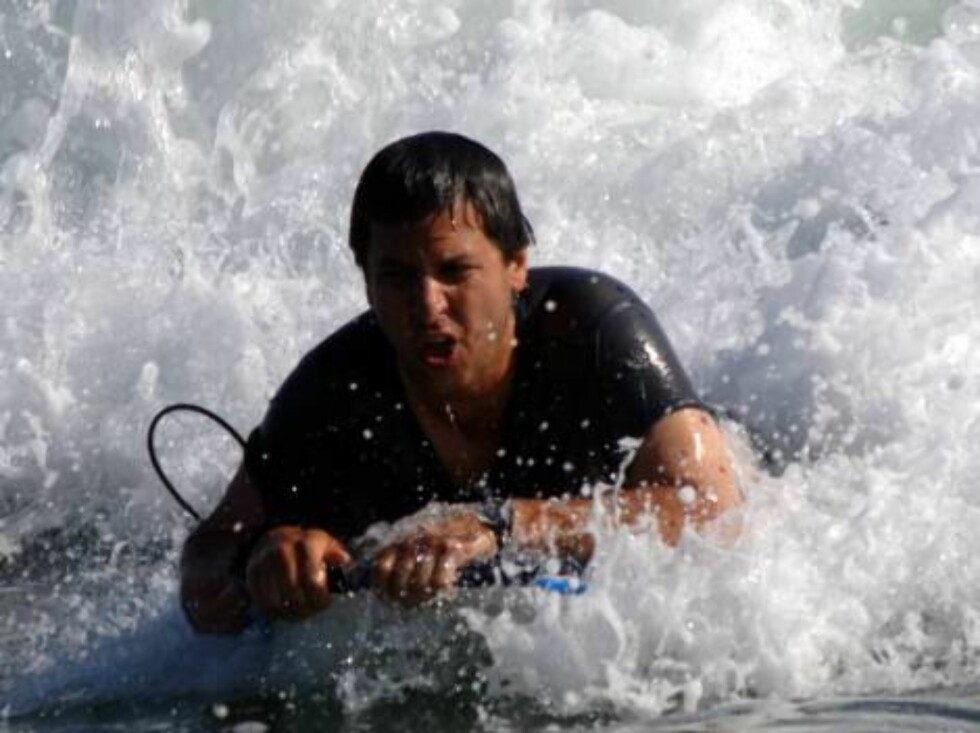 There is a life after Everybody Loves Raymond: Ray Romano bodysurfing in Malibu in front of his 20 million dollar estate. June 5, 2006 X17agency EXCLUSIVE Foto: All Over Press
