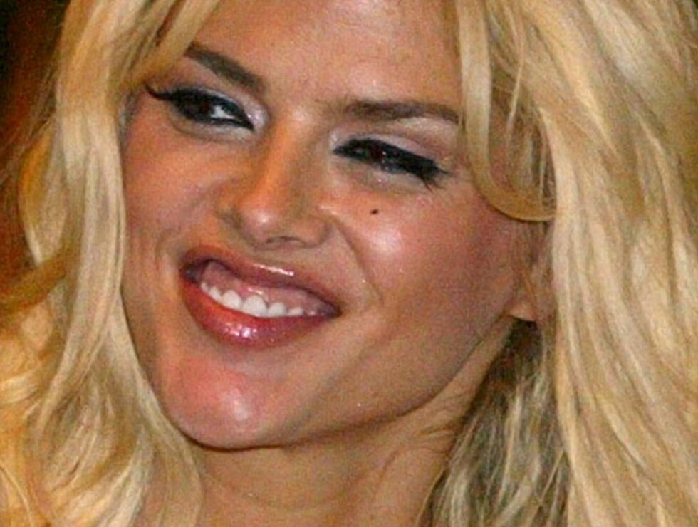 ** FILE ** Anna Nicole Smith arrives at a press conference for the Australia MTV awards in Sydney, in this Wednesday, March 2, 2005 file photo. A state appellate court has upheld the conviction of an ex-boyfriend of Anna Nicole Smith who was found guilty Foto: AP/Scanpix