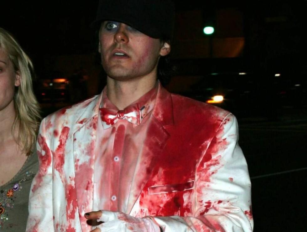 HVOR ER BLODBANKEN ?: Jared Leto ser ut som han kunne trenge et plaster - eller en ny dress... Foto: All Over Press