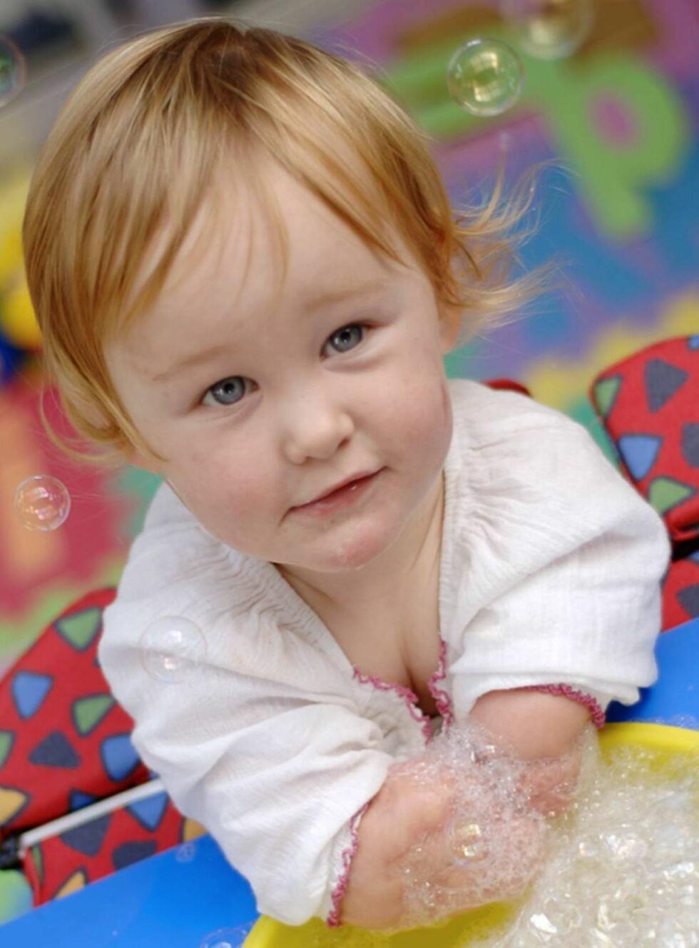 UTEN LEMMER: Lille Charlotte mistet både armer og bein. Foto: TVNorge