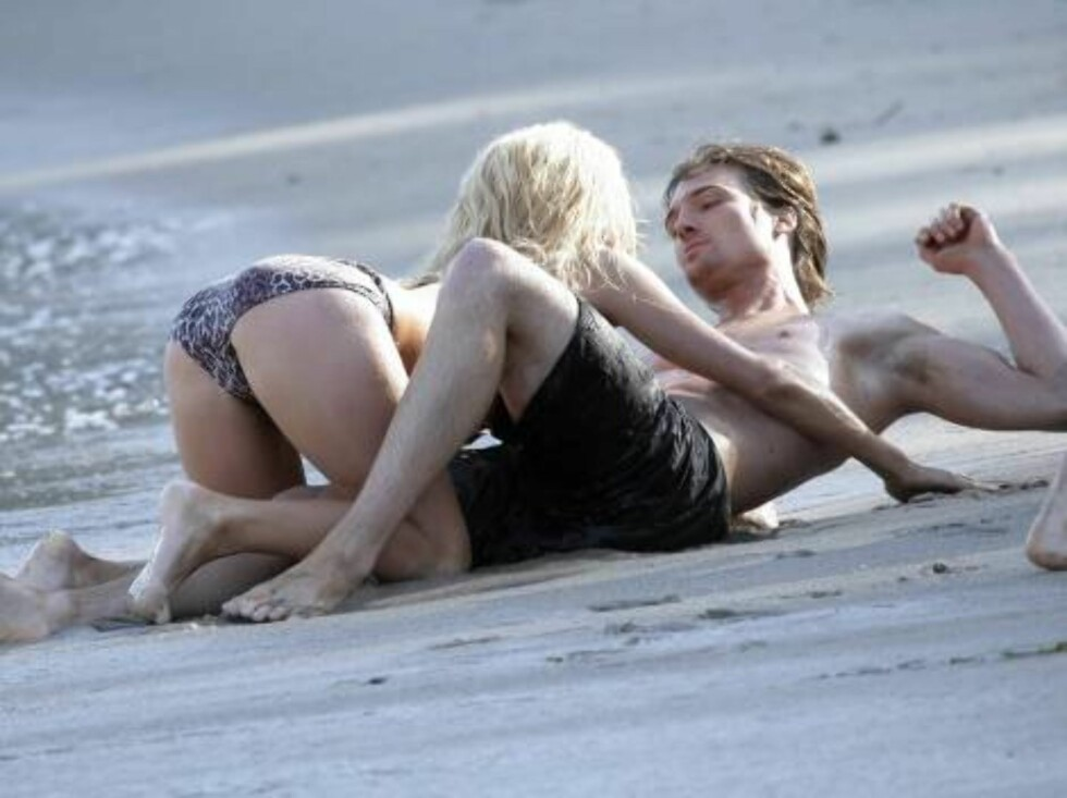 Paris Hilton filming her music video with model Lucas Babin in Malibu re enact the famous scene from the movie From Here to Eternity. May 25, 2006 X17agency exclusive / ALL OVER PRESS Foto: All Over Press