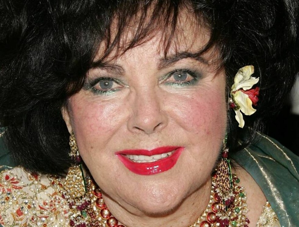 <strong>BEVERLY HILLS, CA - NOVEMBER 10:</strong>  Actress Elizabeth Taylor arrives at the 14th Annual Britannia Awards at the Beverly Hilton Hotel on November 10, 2005 in Beverly Hills, California.  Taylor received the Britannia Award for Artistic Excellence in Internati Foto: All Over Press