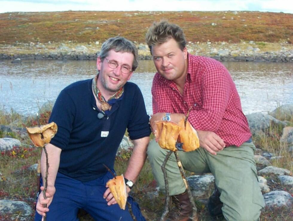 LÆRTE OM MAT: Hjeltnes lærte mye om mat av kamerat og TV-kollega Arne Brimi  under innspillingen av  «Gutta på tur».