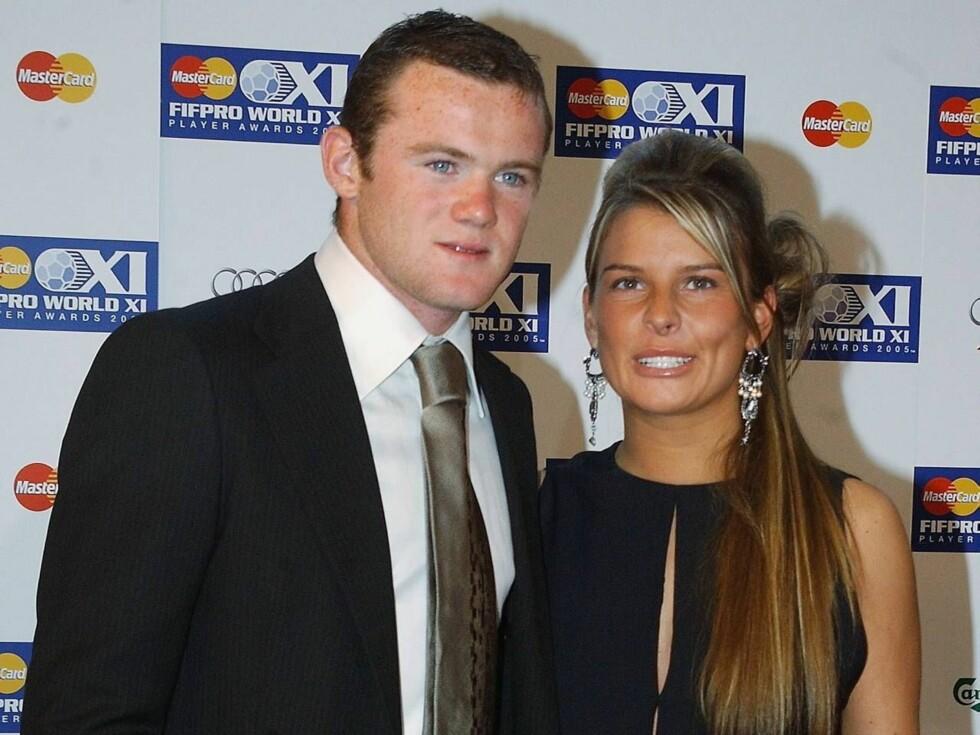 <strong>MYE OPPMERKSOMHET:</strong> Englands Wayne Rooney (20) er en av de mest ettertraktede mennene i Storbritannia. Men Coleen McLoughlin (20) holder et godt tak om kjæresten... Foto: All Over Press
