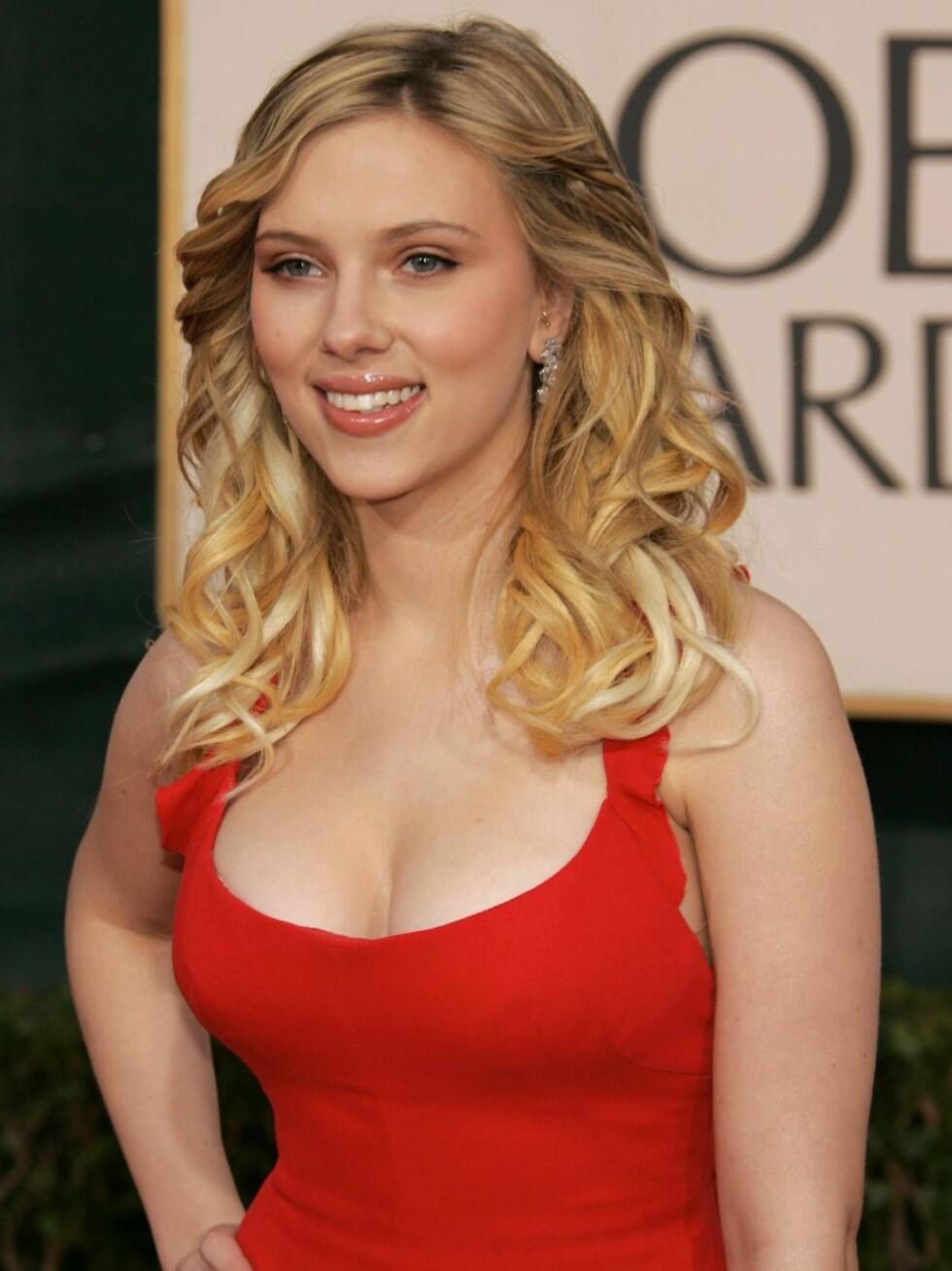 """PÅ 1.PLASS: Scarlett kaller puppene for """"jentene sine"""" og regner dem som sin favoritt-kroppsdel. Foto: All Over Press"""