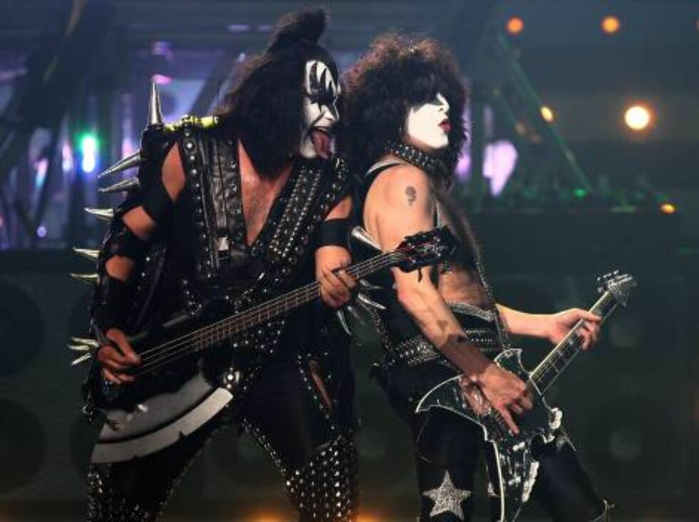 <strong>LAS VEGAS - MAY 25:</strong>  Musicians Gene Simmons and Paul Stanley of Kiss perform during the VH1 Rock Honors at the Mandalay Bay Events Center on May 25, 2006 in Las Vegas, Nevada.  (Photo by Kevin Winter/Getty Images) *** Local Caption *** Gene Simmons;Paul S Foto: All Over Press