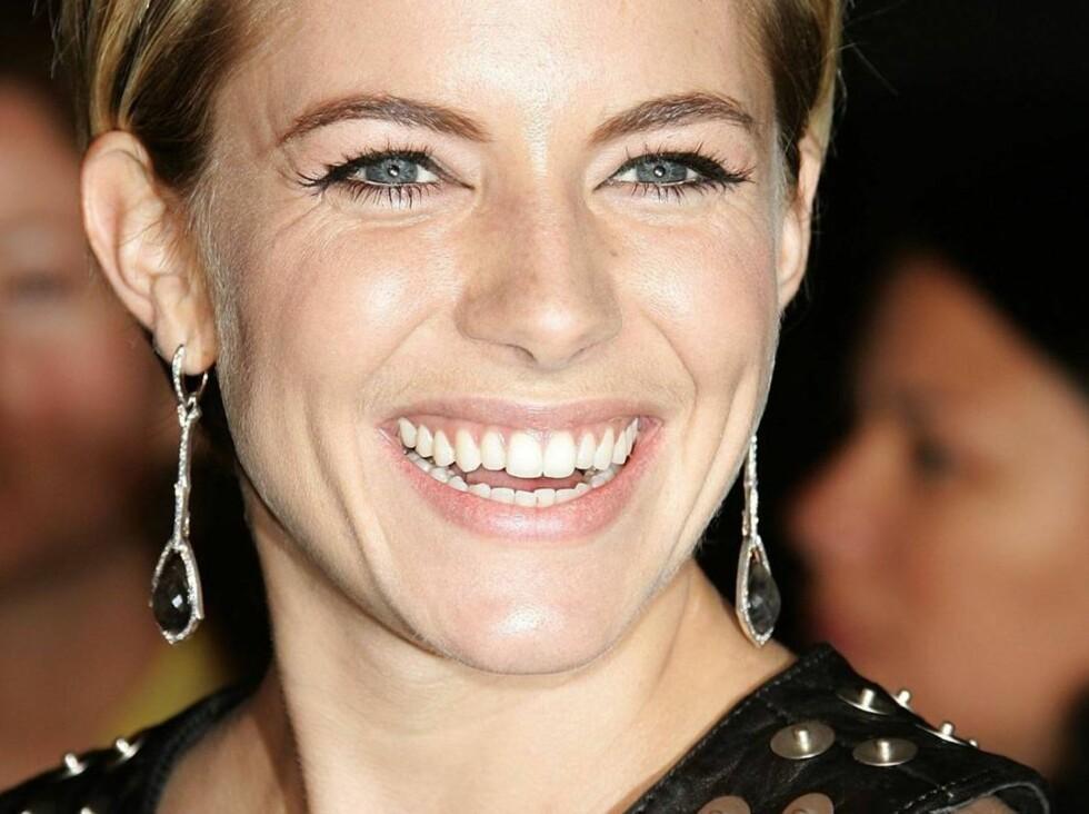 PUPPEPILLER: Sienna Miller går nye veier for større bryster. Foto: All Over Press