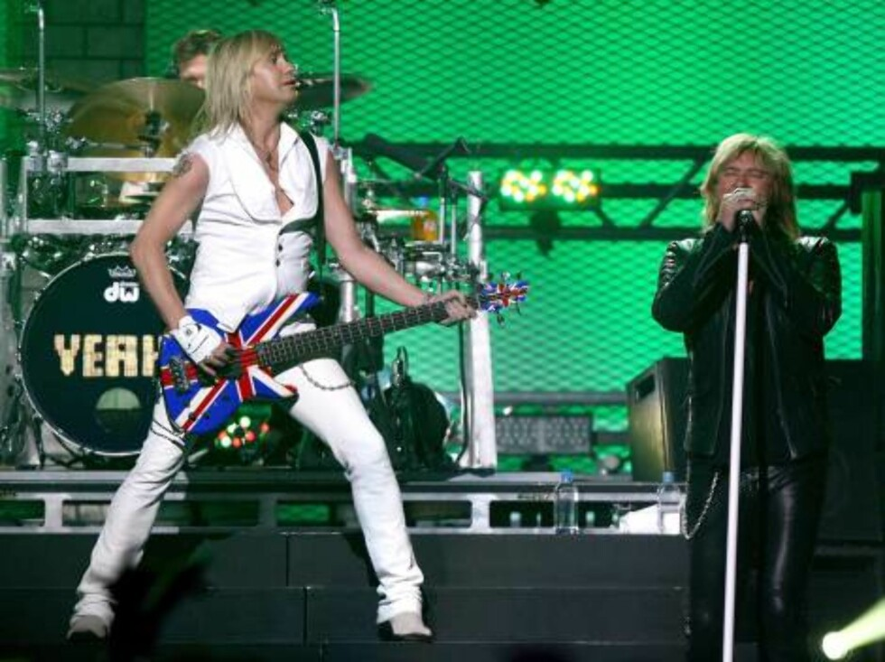 <strong>LAS VEGAS - MAY 25:</strong>  Drummer Rick Allen, bassist Rick Savage, and singer Joe Elliott of Def Leppard performs during the VH1 Rock Honors at the Mandalay Bay Events Center on May 25, 2006 in Las Vegas, Nevada.  (Photo by Kevin Winter/Getty Images) *** Local Foto: All Over Press