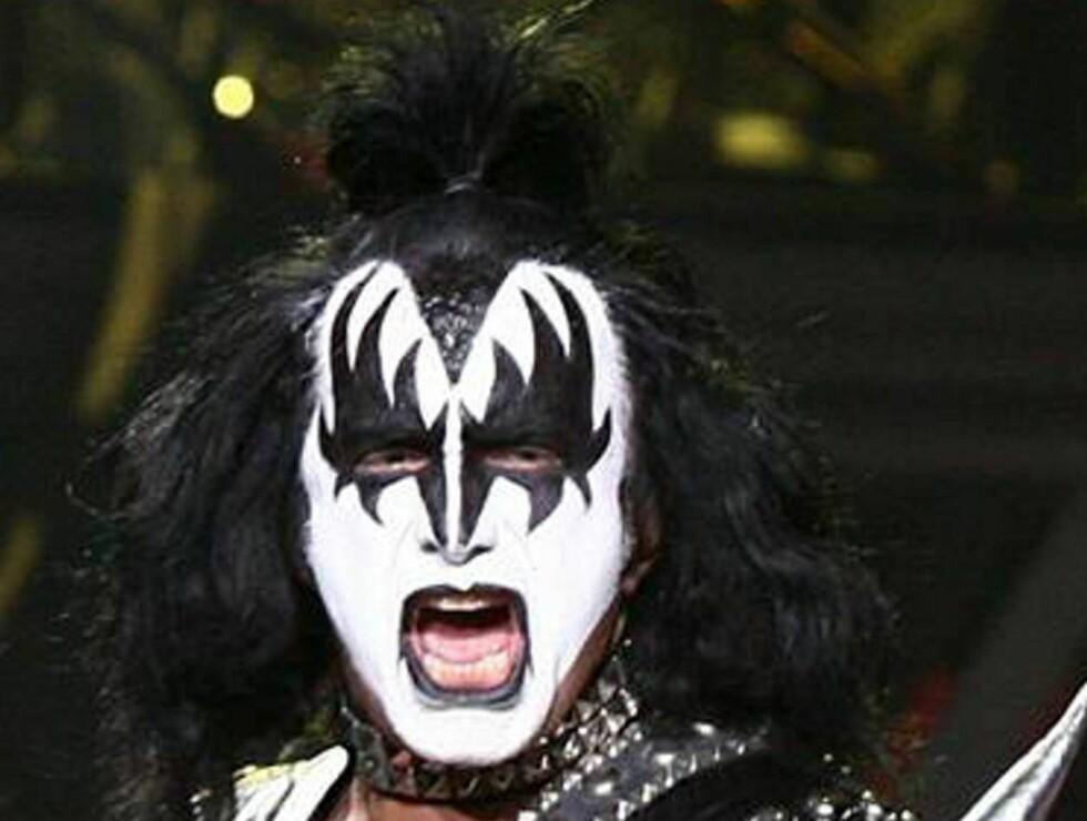 HARDT LIV: Gene Simmons i Kiss har levde et tøft liv, men holder fortsatt koken... Foto: All Over Press