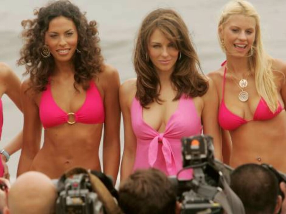 CANNES, FRANCE - MAY 23:  British model Elizabeth Hurley (C) poses for a picture at Nikki Beach during the 59th International Cannes Film Festival on May 23, 2006 in Cannes, France.  (Photo by Peter Kramer/Getty Images) *** Local Caption *** Elizabeth Hur Foto: All Over Press