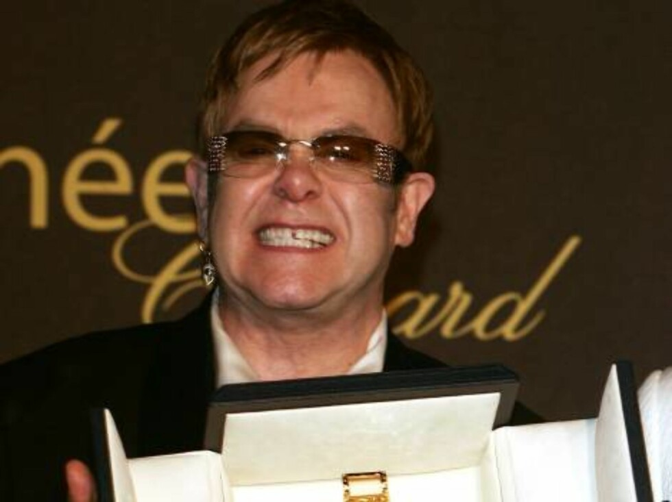 CANNES, FRANCE - MAY 20:  Musician and producer Sir Elton John attends the 'Chopard Party' at the Carlton Hotel during the 59th International Cannes Film Festival May 20, 2006 in Cannes, France.  (Photo by Pascal Le Segretain/Getty Images) *** Local Capti Foto: All Over Press