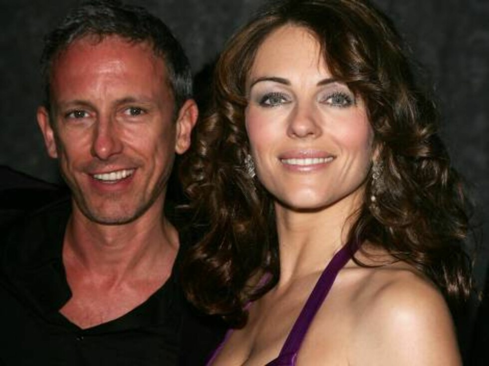 CANNES, FRANCE - MAY 20:  British fashion designer Patrick Cox and british actress Elizabeth Hurley attend the 'Chopard Party' at the Carlton Hotel during the 59th International Cannes Film Festival May 20, 2006 in Cannes, France.  (Photo by Pascal Le Seg Foto: All Over Press