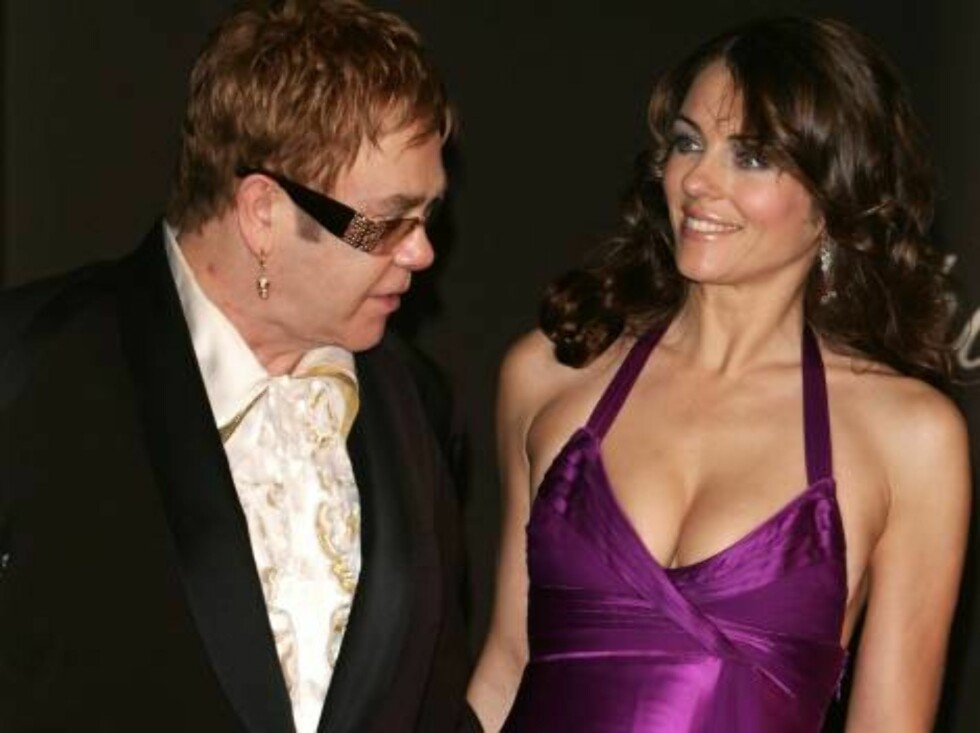 CANNES, FRANCE - MAY 20:  British actress Elizabeth Hurley and musician and producer Sir Elton John attend the 'Chopard Party' at the Carlton Hotel during the 59th International Cannes Film Festival May 20, 2006 in Cannes, France.  (Photo by Pascal Le Seg Foto: All Over Press