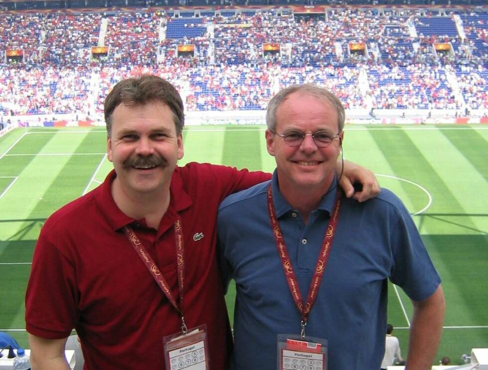 PÅ PLASS: Harald Bredeli og Matta Mathisen er på plass på Brann Stadion! Foto: TV2