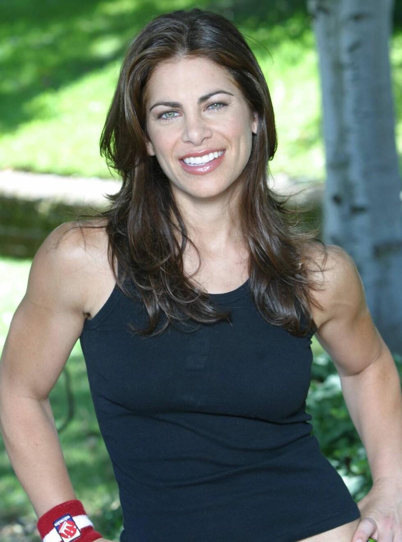 SLANK: Jillian er trener for rødt lag. Foto: TVNorge