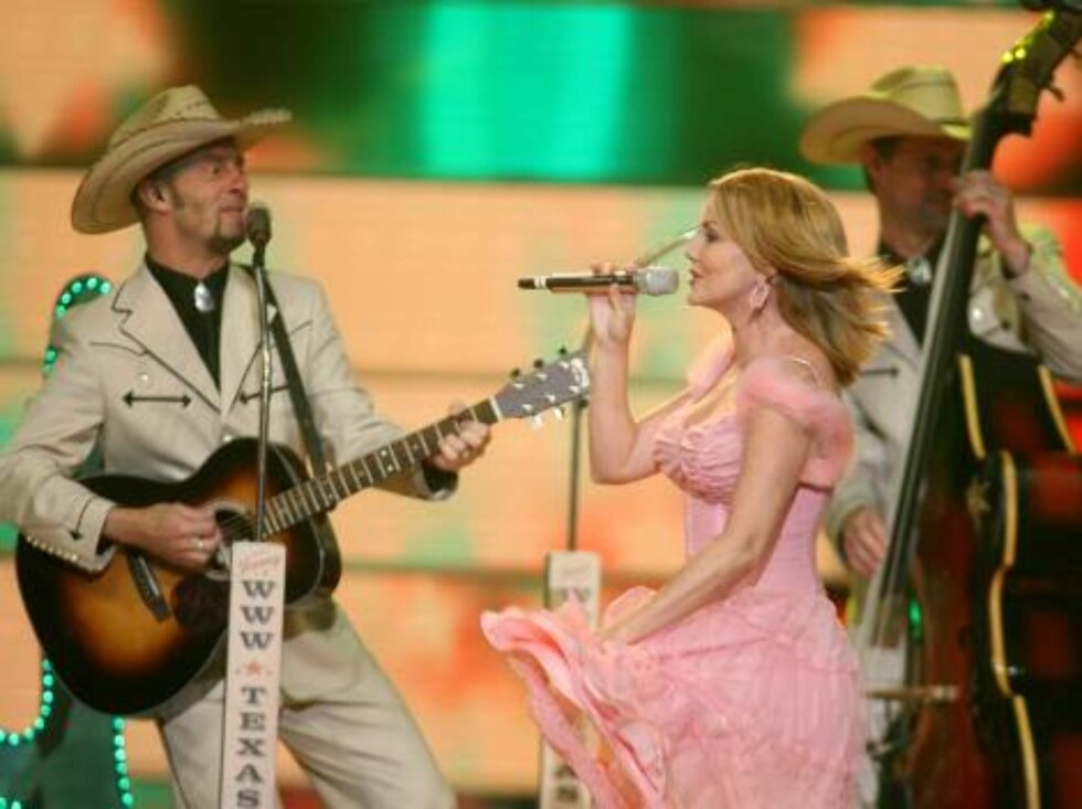 Members of group Texas Lightning perform for Germany with the song 'No, no never' during the dress rehearsal final of the Eurovision at the Indoor Olympic stadium in Athens on Friday, May 19, 2006. Organizers estimate more than 100 million TV viewers will Foto: AP