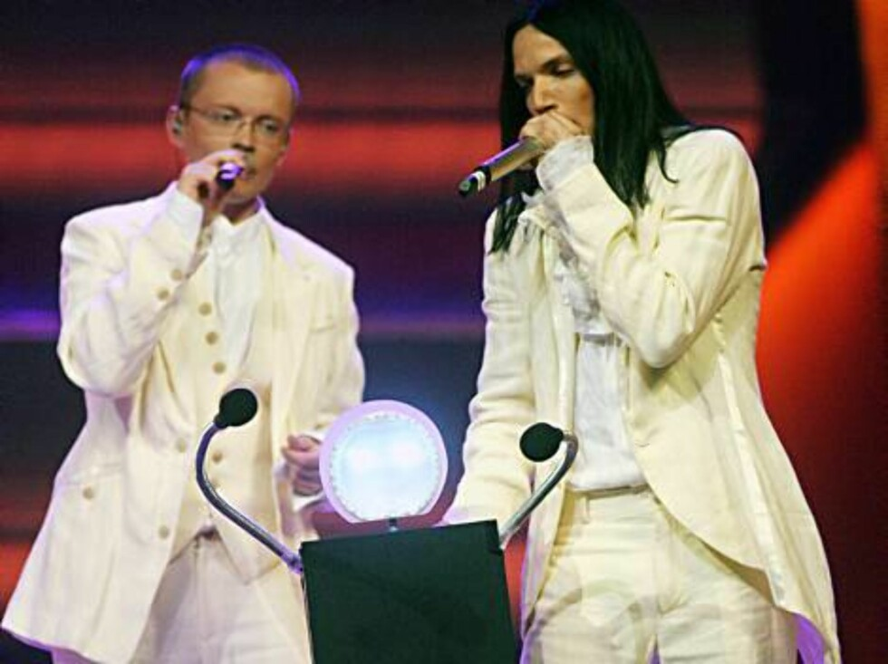 Members of the group Cosmos perform for Latvia with the song 'I hear your heart' during the dress rehearsal final of the Eurovision at the Indoor Olympic stadium in Athens on Friday, May 19, 2006. Organizers estimate more than 100 million TV viewers will Foto: AP
