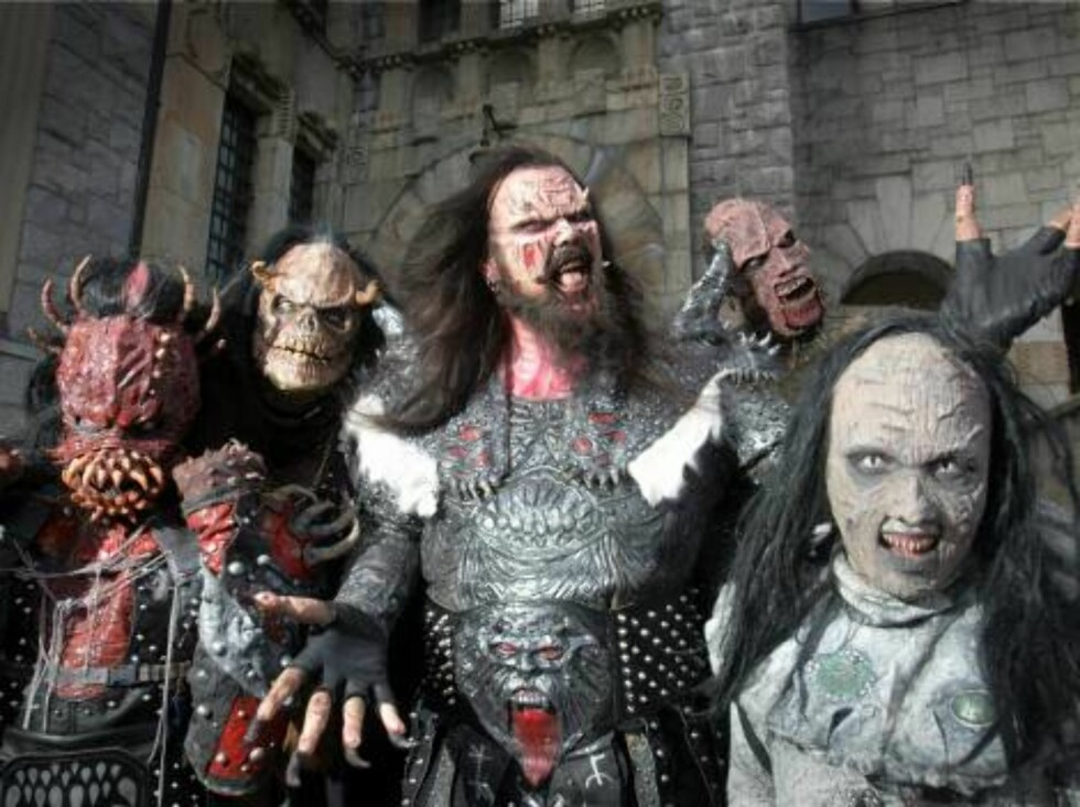 **FILE**The monster rock band Lordi poses from the media in Helsinki, Finland March 22, 2006. Finns are watching with both horror and exuberance as a groaning monster band with protruding horns and fiery pyrotechnics represents their country in the Eurovi Foto: AP