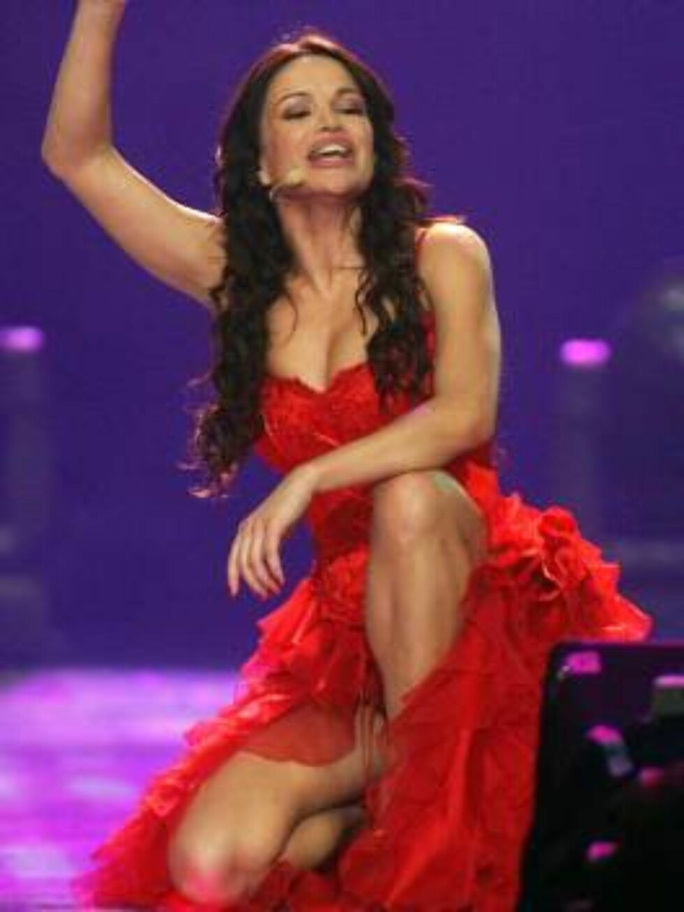 Singer Severina performs for Croatia with the song 'Moja Stikla' during the dress rehearsal final of the Eurovision at the Indoor Olympic stadium in Athens on Friday, May 19, 2006. Organizers estimate more than 100 million TV viewers will watch Saturday's Foto: AP