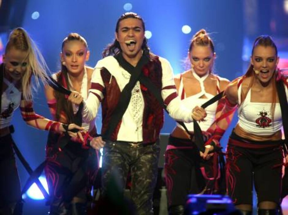"Singer Andre performs for Armenia sing  the song ""Without your love"" during the semi final of the Eurovision at the Indoor Olympic stadium in Athens on Thursday, May 18, 2006. Andre qualify to the final round. Eurovision final contest, one of Europe's mos Foto: AP"