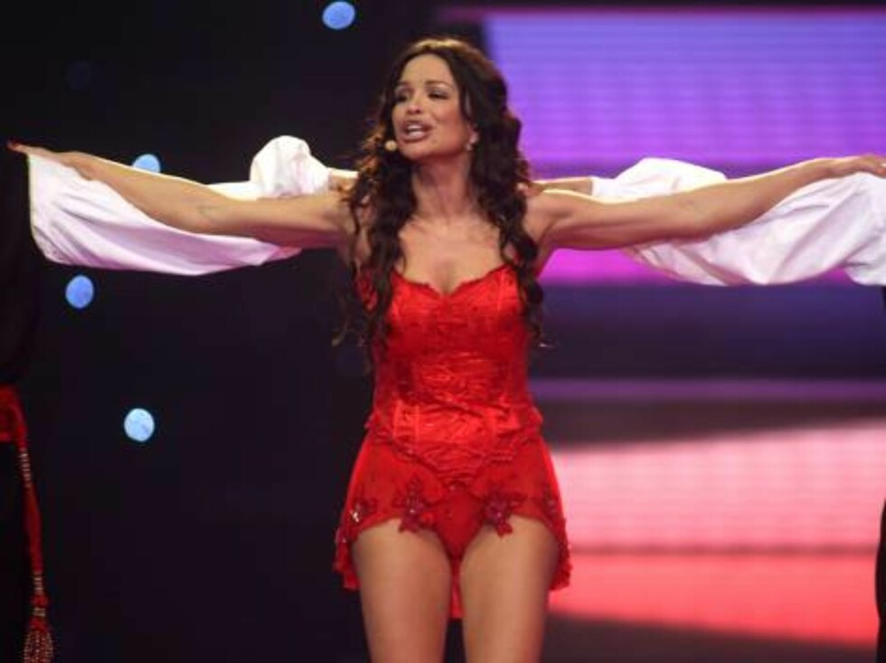 Singer Severina performs for Croatia with the song 'Moja Stikla' during the Eurovision final at the Indoor Olympic stadium in Athens,  on Saturday, May 20, 2006. (AP Photo/Petros Giannakouris) Foto: AP