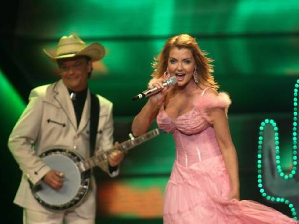 Members of group Texas Lightning perform for Germany with the song 'No, no never' during the Eurovision final at the Indoor Olympic stadium in Athens, on Saturday, May 20, 2006. (AP Photo/Petros Giannakouris) Foto: AP