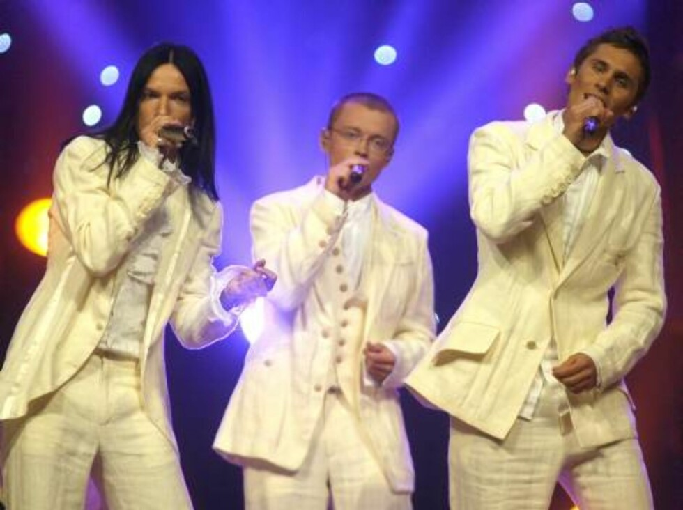 Members of the group Cosmos perform for Latvia with the song 'I hear your heart' during the Eurovision final at the Indoor Olympic stadium in Athens, on Saturday, May 20, 2006. (AP Photo/Petros Giannakouris) Foto: AP