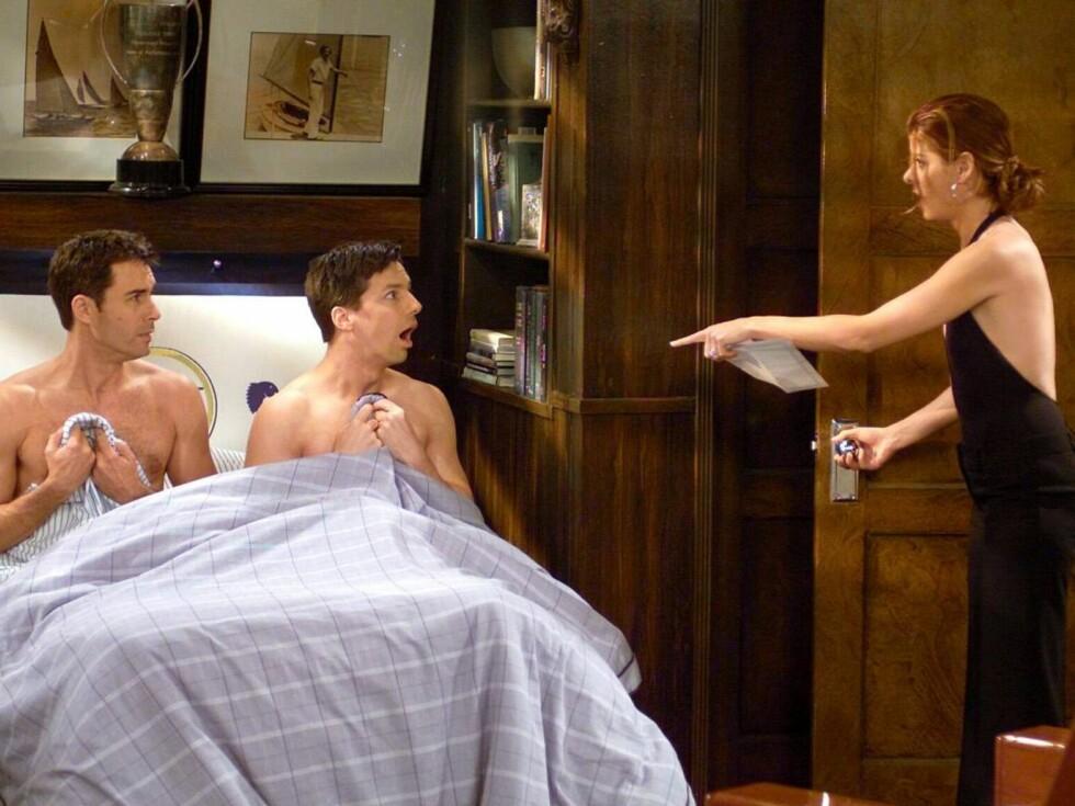 """MEN DYNA MI FÅR DU ALDRI: Sean Hayes (35) og Eric McCormack (44) vakte oppsikt da """"Will & Grace begynte på amerikansk TV, fordi de spilte et åpent homofilt par.  Foto: TVNorge"""